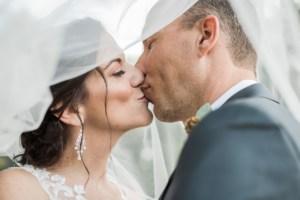 Bruidspaar met sluier