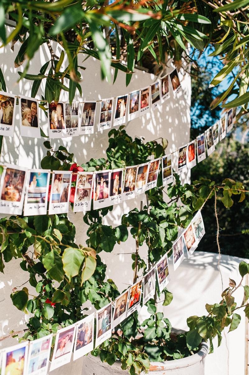 Foto's van gasten aan een lijntje