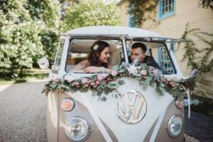 Volkswagenbusje als bruidsauto