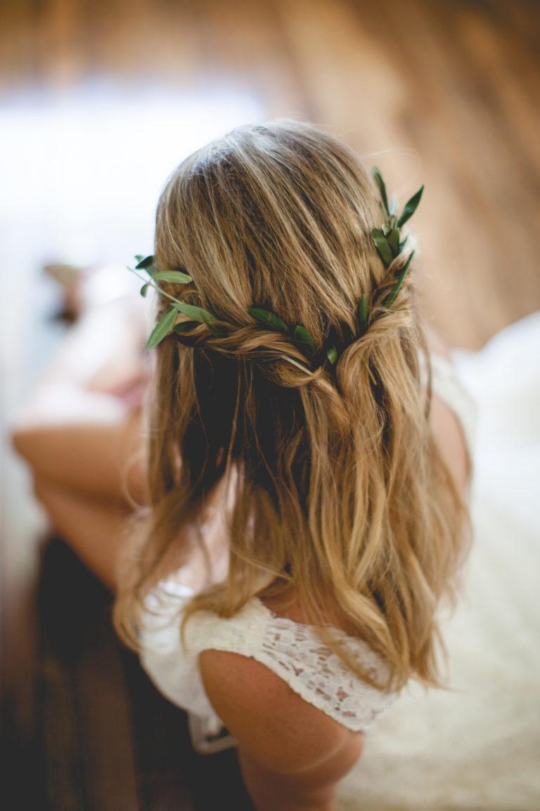 Bruidskapsel lang haar met haaraccessoire