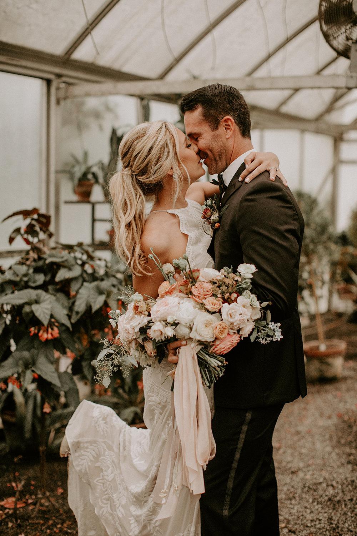 Bruidskapsels met lang haar in paardenstaart