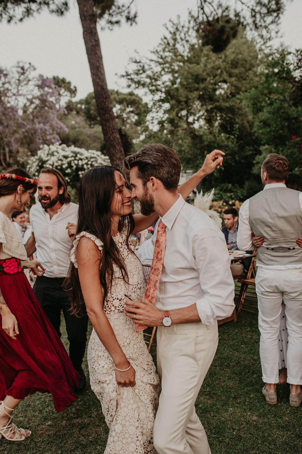 Openingsdans bruiloft samen met andere gasten