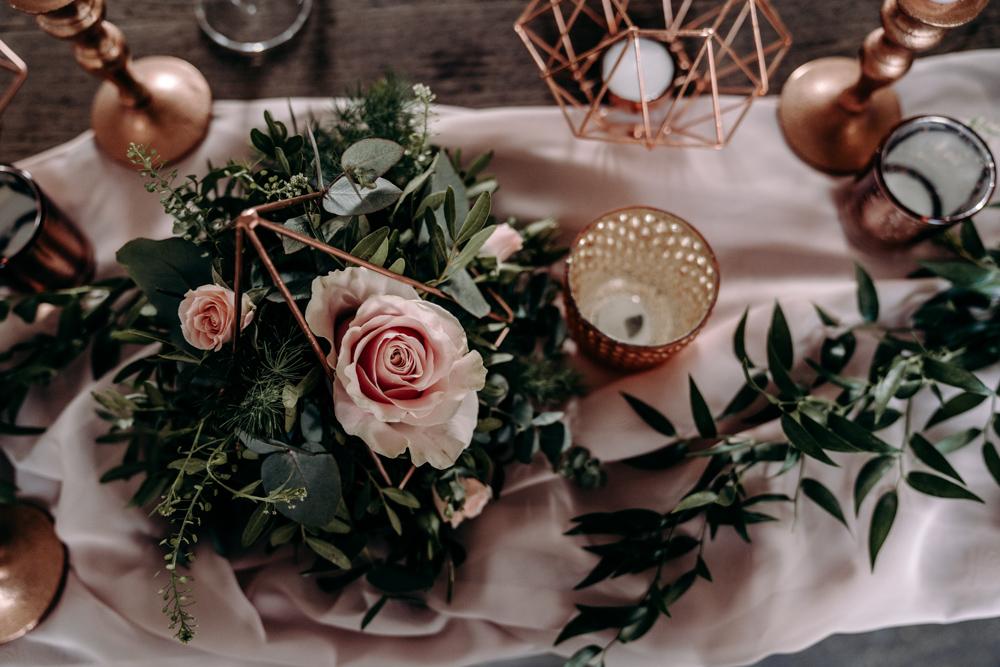 Roze centerpieces voor het bruiloft diner