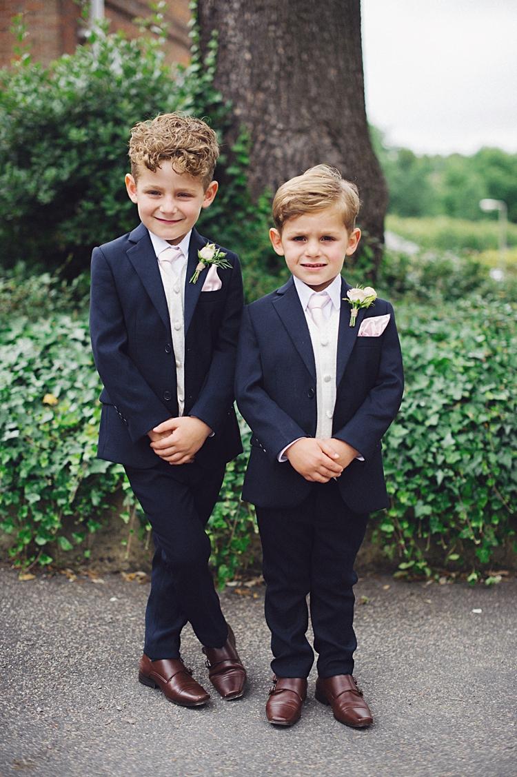 Feestkleding kind op bruiloft