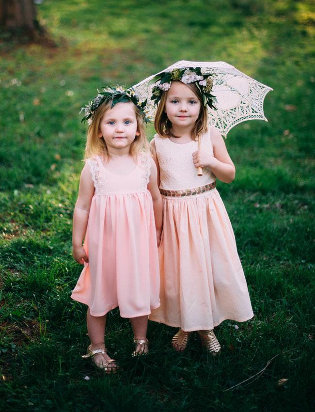 Bloemenmeisjes met roze jurkjes