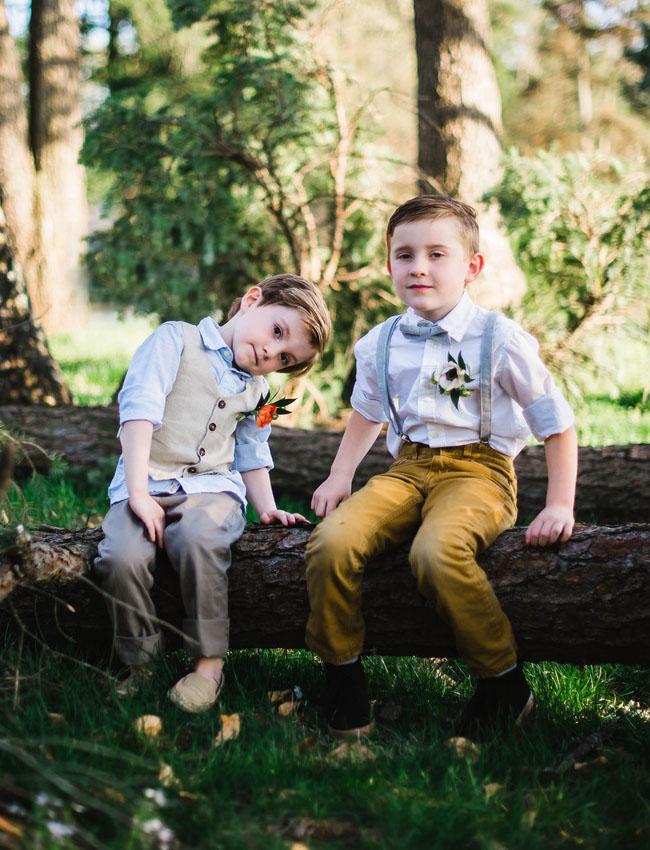 Feestkleding voor kind op een bruiloft