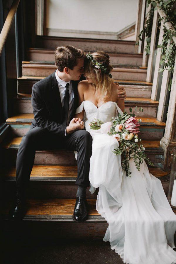 Bruidspaar op de trap