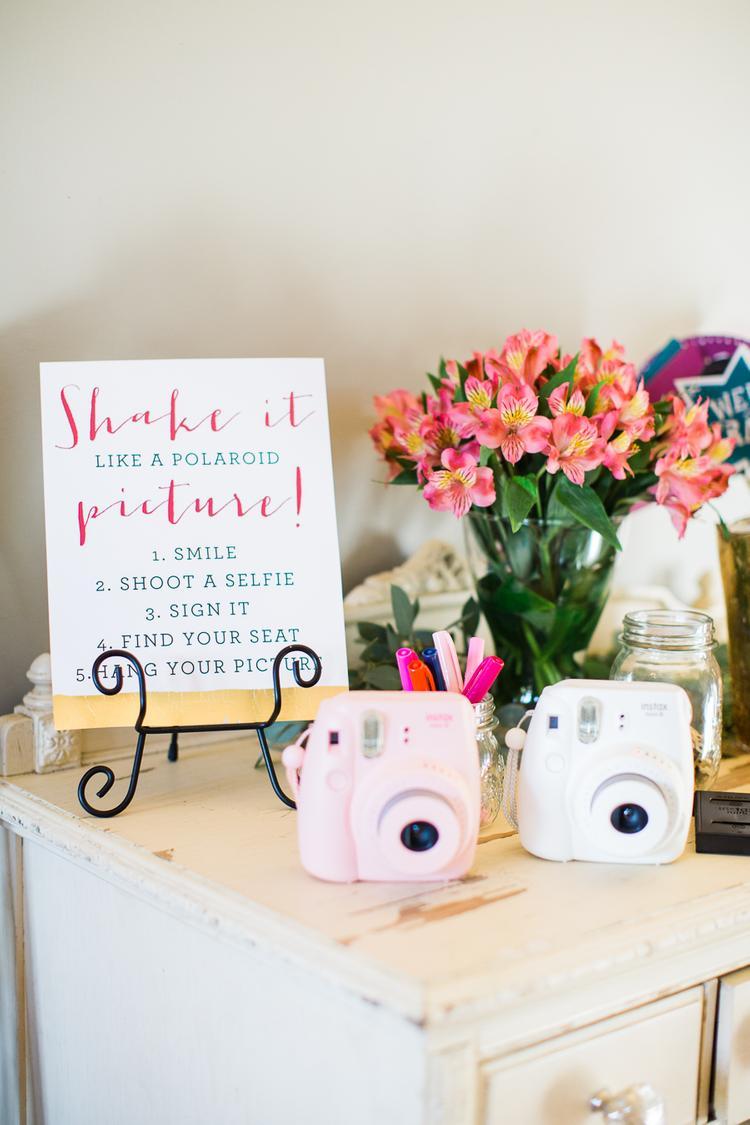 Polaroid camera als cadeau voor het bruidspaar
