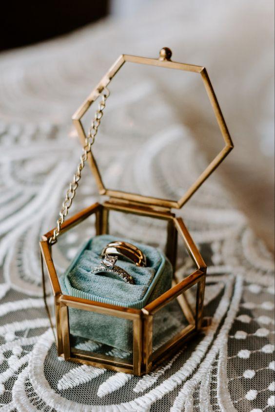 Fluwelen doosje voor trouwringen