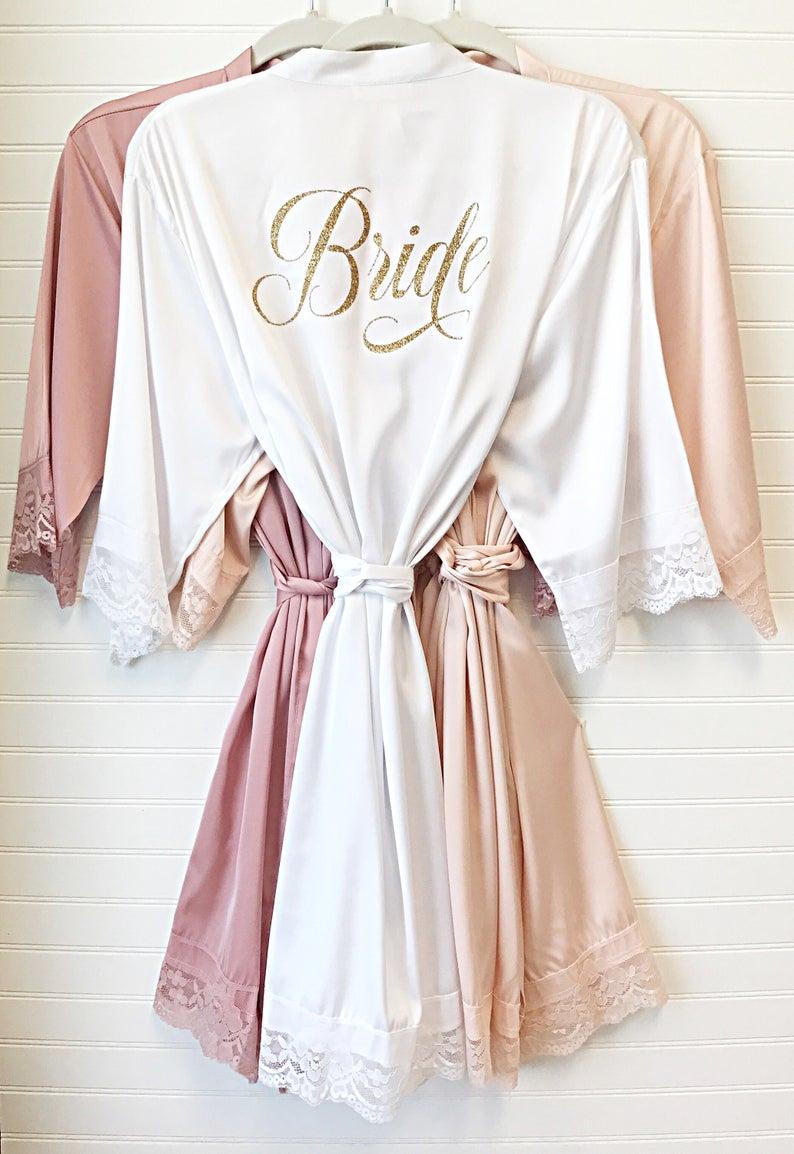 Satijnen badjas voor de bruid
