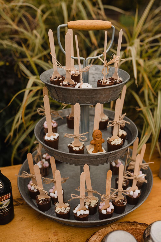 Warme chocolademelk voor de bruiloft