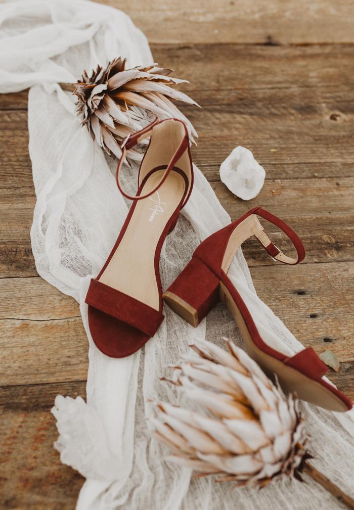 Rode trouwschoenen met blokhak inlopen