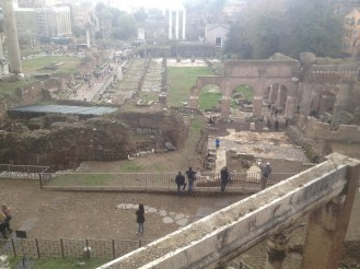 As we stood at this overlook, we wondered how the people down there got inside. We didn't have a map and we weren't sure where the entrance to the Roman Forum was located.