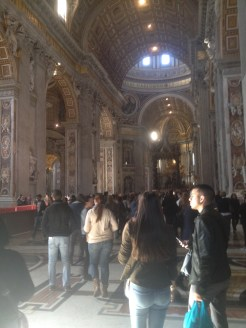 The inside of the basilica is amazing. There are sculptures and works of art of famous artists like Michelangelo. There's a lot of gold and details.