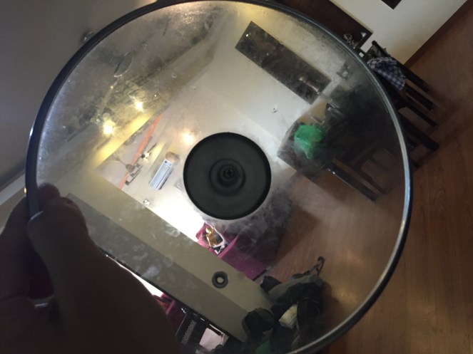 A view of the room through a dirty lid.