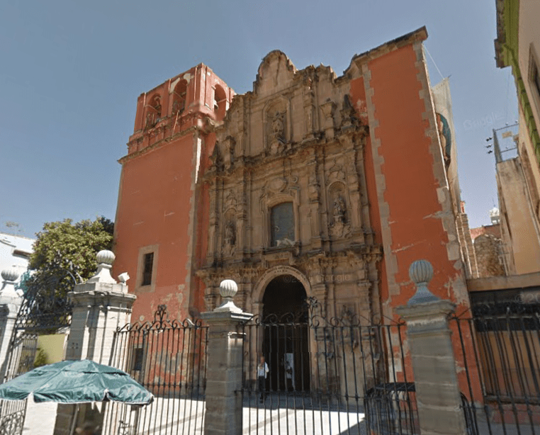 A Catholic Mass in Guanajuato: The Church across from the Mercado