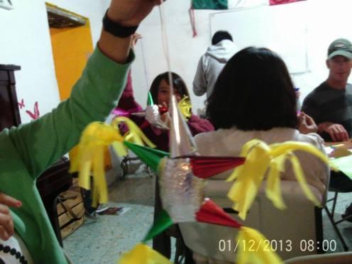 Making Pinatas Escuela Falcon Guanajuato Mexico 22