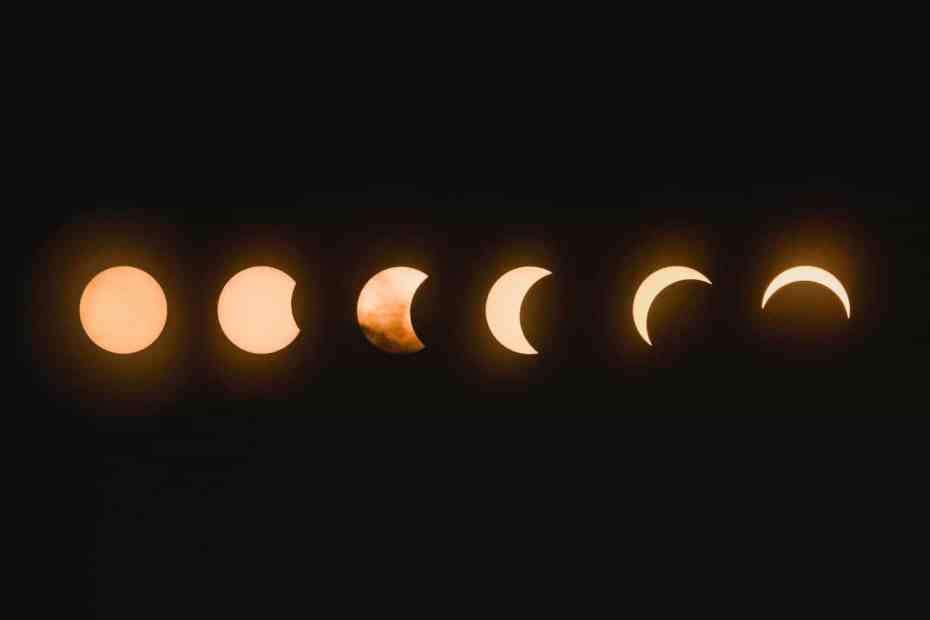 Las diferentes fases de la luna en una fotografía