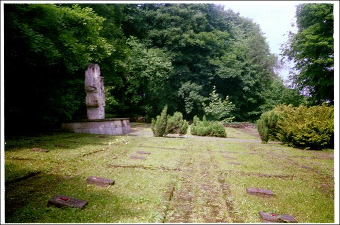 cmentarz zolniezy radzieckich z II WS / cemetery of russian soldiers killed in WWII