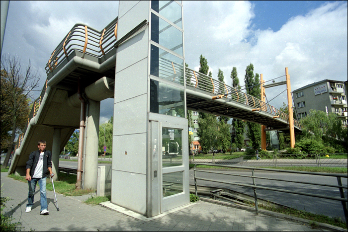 kladka nad ul. Zrodlowa / footbridge over the Zrodlowa St., Kielce, Poland