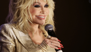 Why Is Dolly Parton Always Wearing Fingerless Gloves