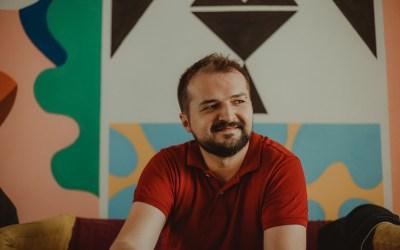 """Daniel Martinovic: """"Vandaag gaan ze achter LGBTI+ personen aan, morgen ben jij misschien aan de beurt."""""""