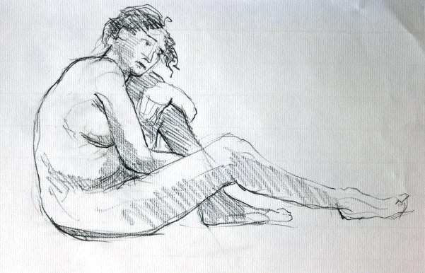 Dalila assise tête posée sur jambe gauche resserrée