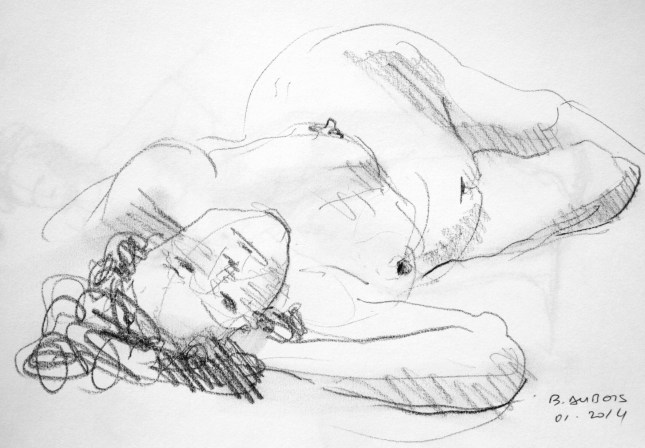 Dalila allongée sur le côté droit en raccourci
