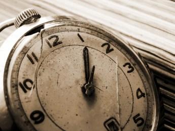 relógio 300x225 Quantas horas por dia você deve estudar?