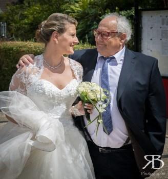 Le regard bienveillant du père de la mariée