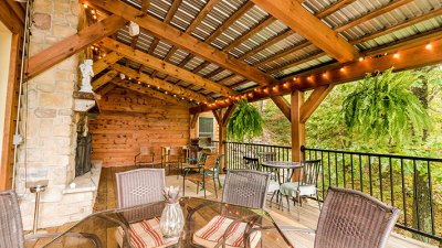 Brush Mountain Lodge Deck Seating