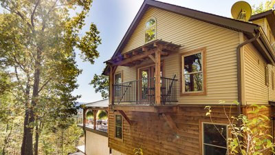 Outdoor_Deck_Side_of_House