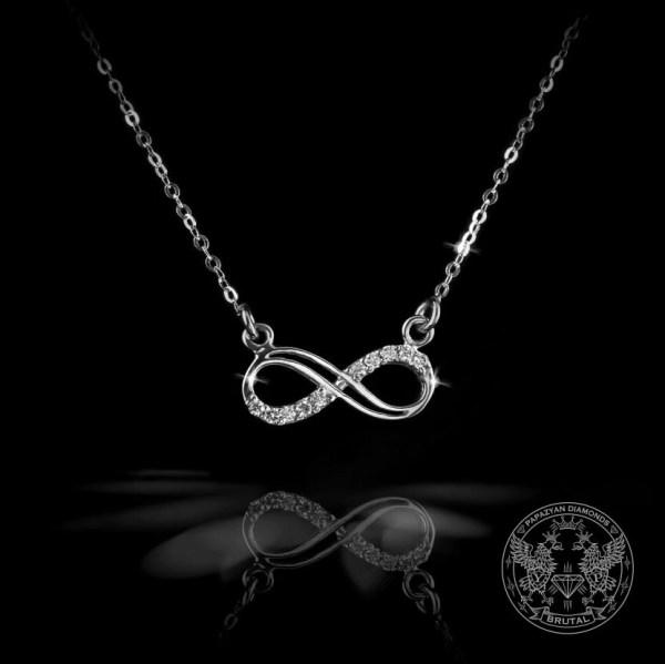 Медальон безкрайност с диаманти