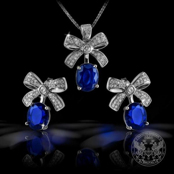Комплект обeци и медальон с диаманти