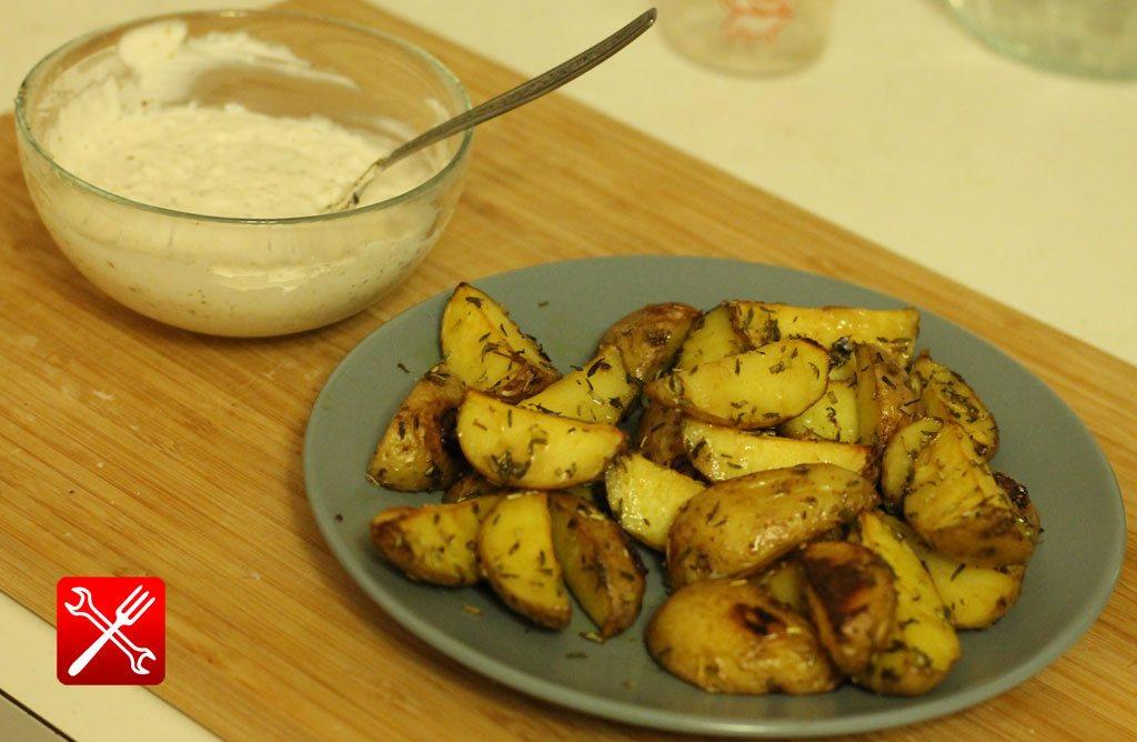 Соус для картошки по деревенски из сметаны. Соус к картошке