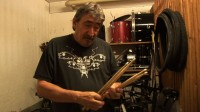 Jimmy_Carl_Black_checks_Drumsticks