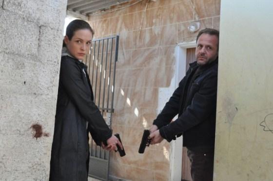 Sara Stein (Katharina Lorenz) mit Inspector Jakoov Blok (Samuel Finzi)