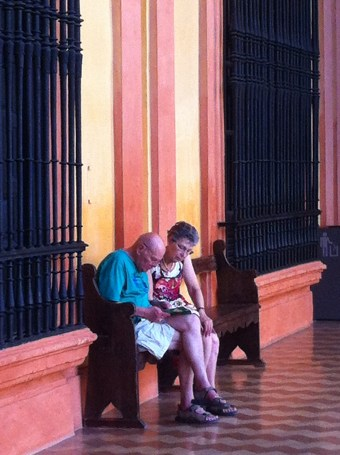 Tourists at rest in Alcazar