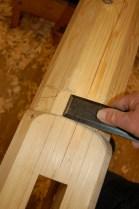 Overgangen mellom firkant (med fasa kant) og åttekant må stikkas ut med eit kvast tapp-jern.