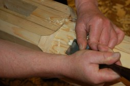 Detaljarbeid i forminga vert gjort med tappjernet.