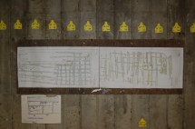 Alle lag ble tegnet og nivellert, og vi brukte dette til å legge ned nytt bolverk. Skissen til høyre viser lag 1-3 og skissen til venstre viser lag 4-5. Den tykkeste langsgående stokken er fra en tidligere generasjon bolverk, kanskje så langt tilbake som 1400-tallet