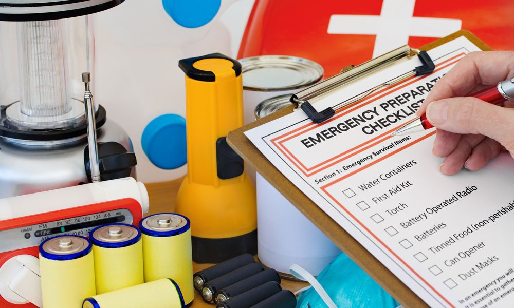 Preparedness Checklist with Emergency Kit