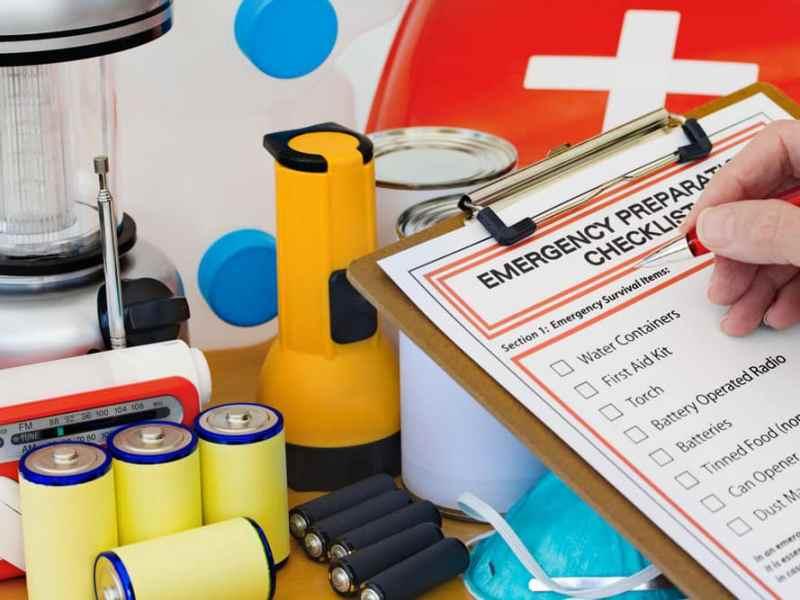 Preparedness Checklist with Emergency Kit
