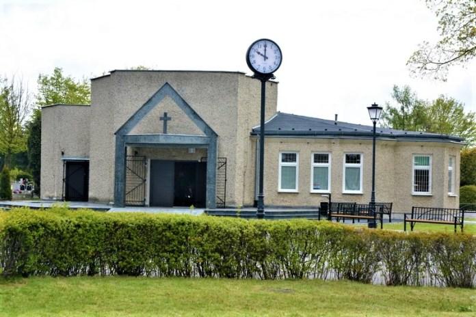 zegar na cmentarzu w Brzegu