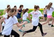 Brzozie RUN - zdjęcie przedstawia biegnące dzieci