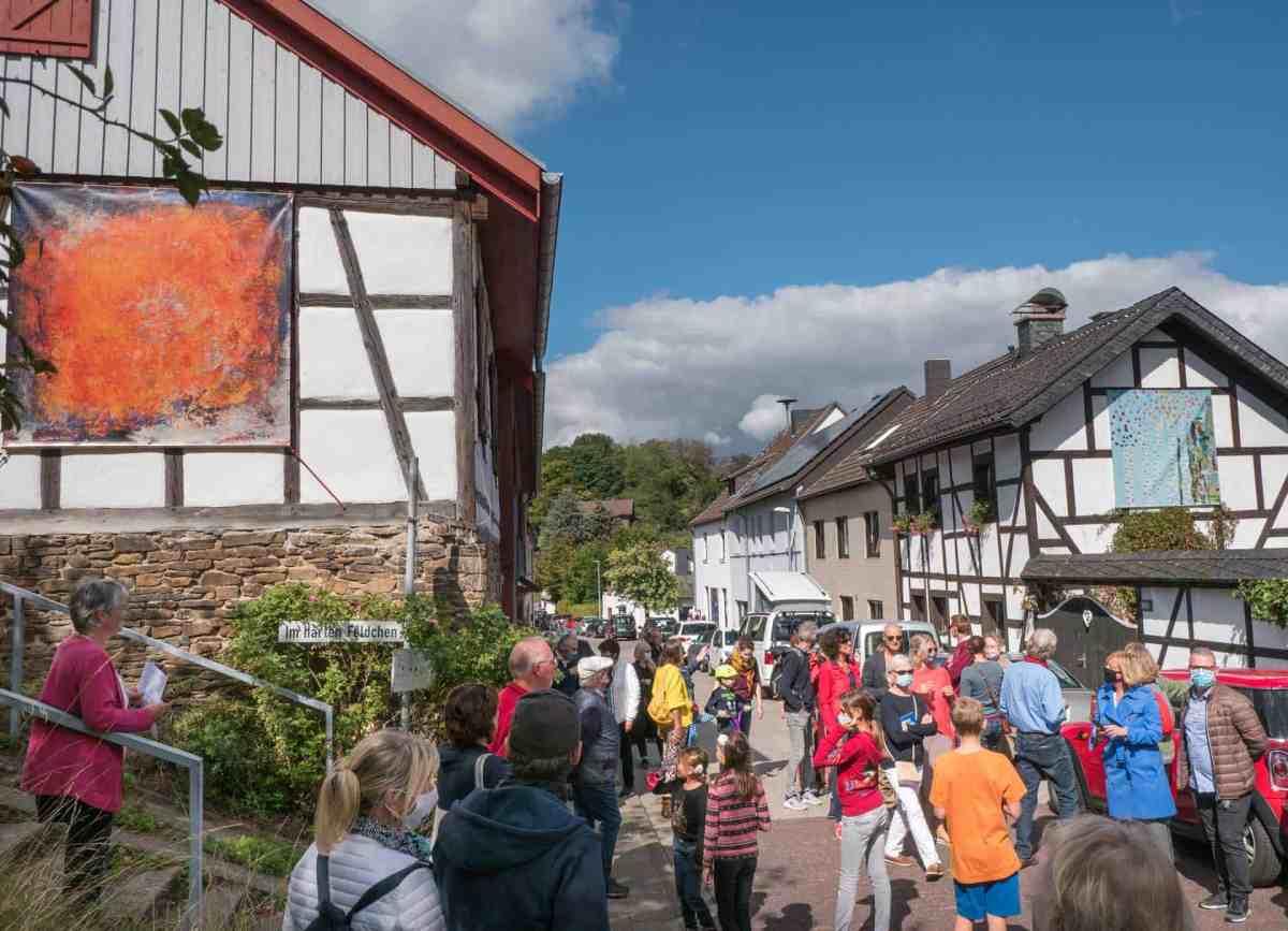 Dorfrundgang durch die OpenAirGalerie
