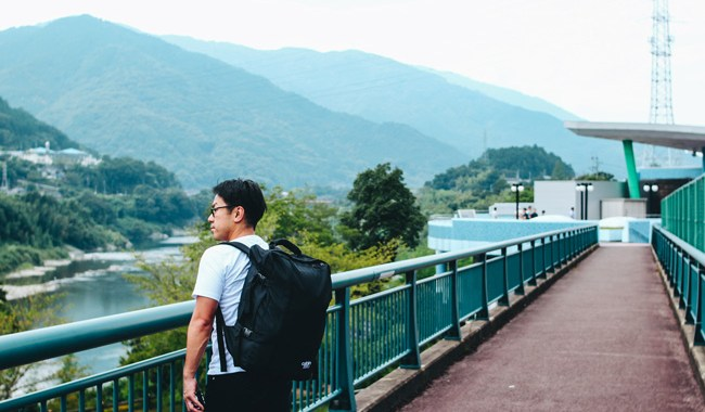unseen-japan-tokushima-a-man-on-the-bridge-feel-the-nature