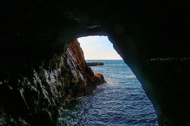 exit-of-the-sandanbeki-rock-cave-nest-of-kumano-pirate-shirahama-wakayama-unseen-japan