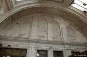 Der Putz blättert ab, zum Glück ist aber die Halle unter Denkmalschutz gestellt worden.
