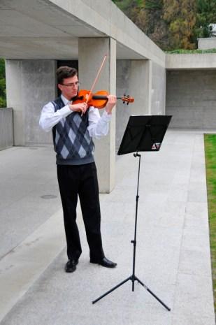 Mit Geigenmusik wurde dem Anlass gedacht.